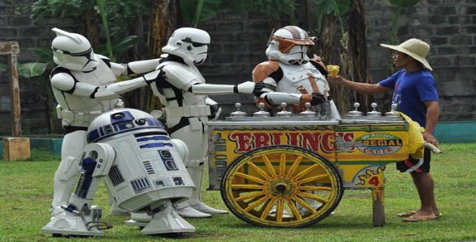 Spotted: Star Wars' R2D2 and the Stormtroopers trying the Pinoy sorbetes