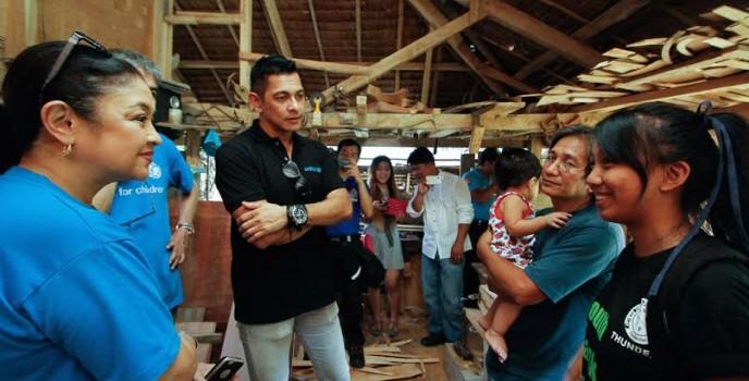 UNICEF National Ambassador Gary V. visits child centered Disaster Risk Reduction programmes in the wake of Typhoon Koppu/Lando