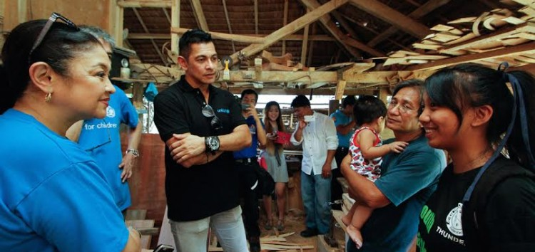 UNICEF National Ambassador Gary V. visits child centered Disaster Risk Reduction programmes in the wake of Typhoon Koppu/Lando
