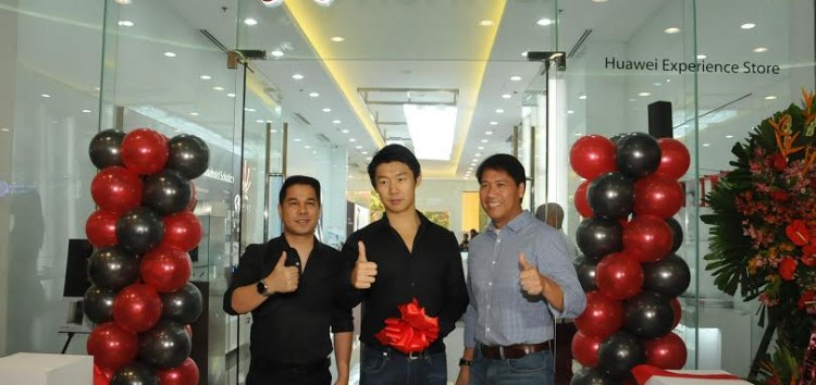 Discover possibilities with Huawei in their Experience Shop now open in SM MOA