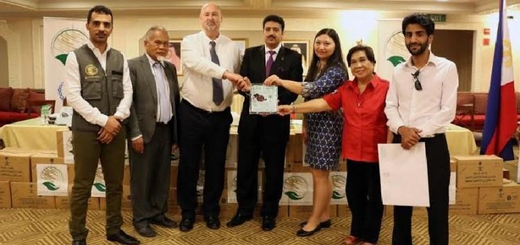 60,000 Filipino school children receive dates from the Kingdom of Saudi Arabia