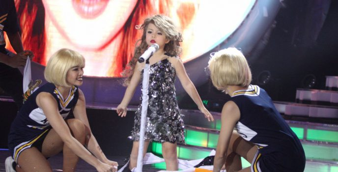 Xia Vigor transforms to Taylor Swift in Your Face Sounds Familiar: Kids
